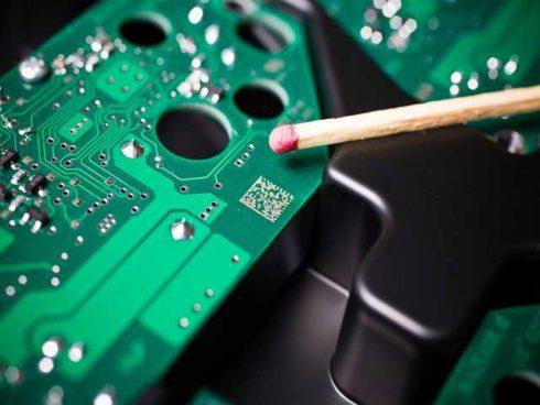 Code Datamatrix en tant qu'inscription laser sur une carte de circuit imprimé